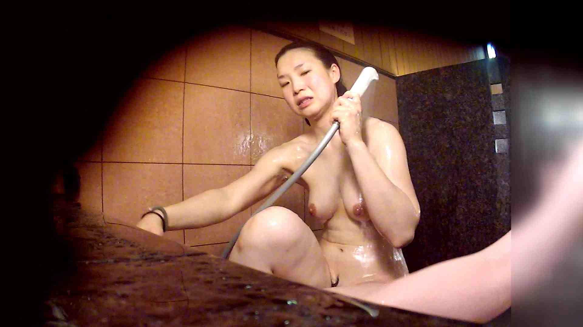 洗い場!マッスルお嬢さん!でもオッパイだけは柔らかそうです。 潜入  65PIX 51