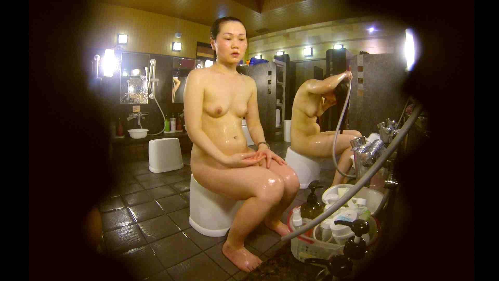 おまんこ丸見え オムニバス!洗い場、通路など色々な裸体が見れてお得です。 怪盗ジョーカー