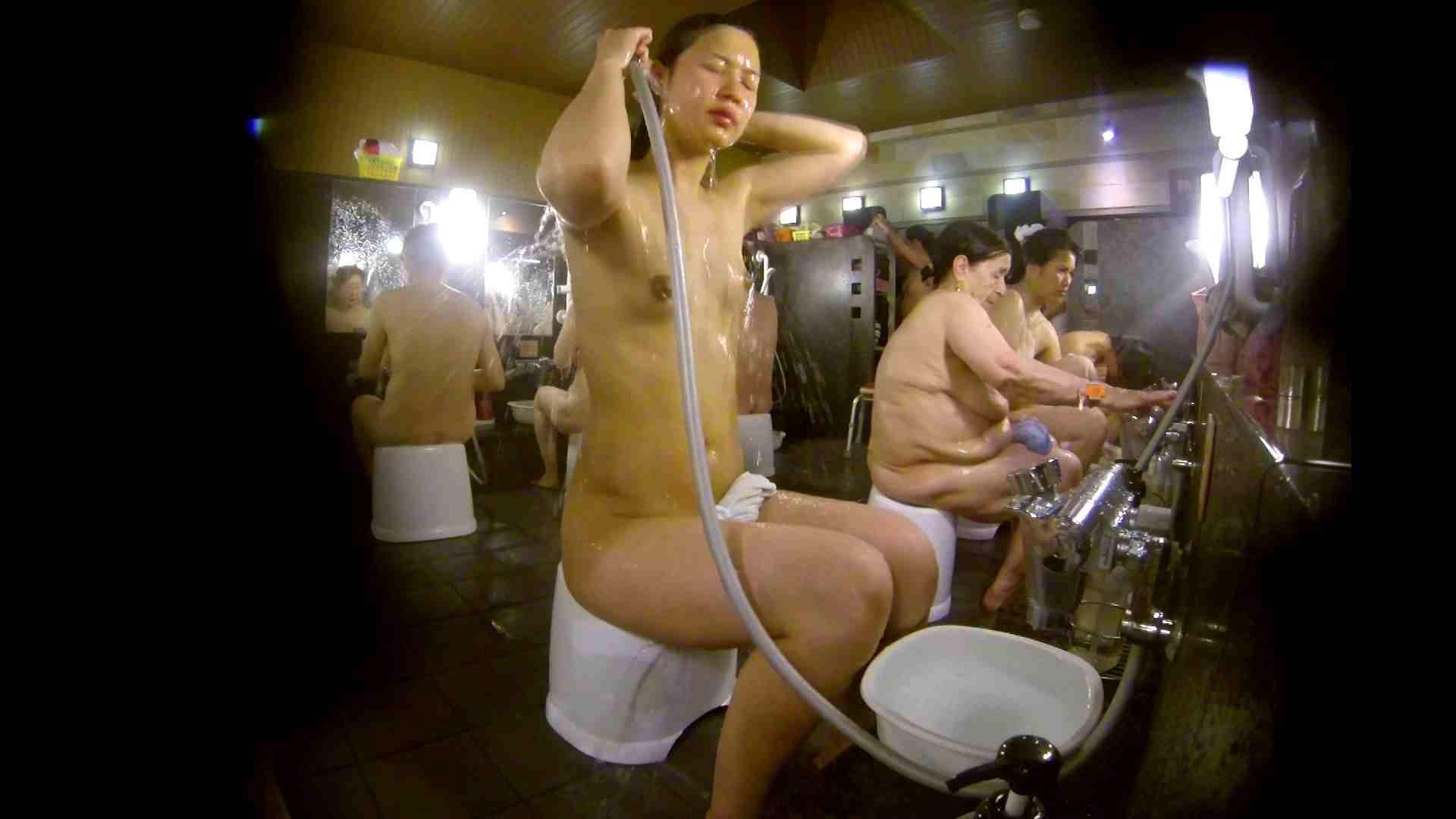 追い撮り!脱衣~洗い場、徹底追跡!撮り師さんに拍手!! 追跡  67PIX 24