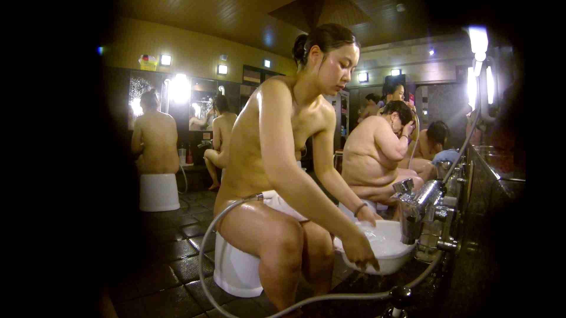 追い撮り!脱衣~洗い場、徹底追跡!撮り師さんに拍手!! 追跡  67PIX 36