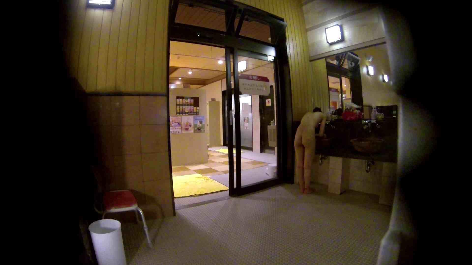 オムニバス!出入り口~シャワー~メイク室と移動。たくさんの女性が登場します アラ30  112PIX 2