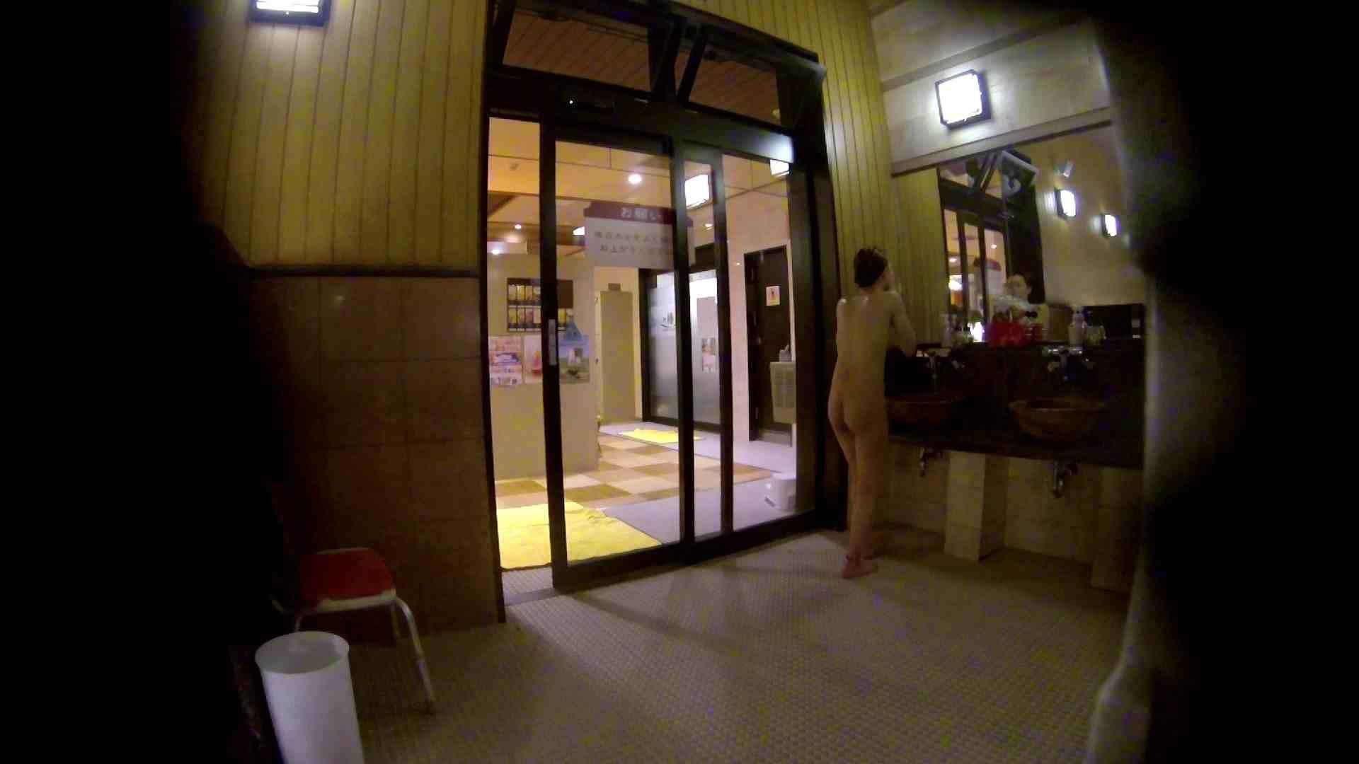 オムニバス!出入り口~シャワー~メイク室と移動。たくさんの女性が登場します アラ30  112PIX 3