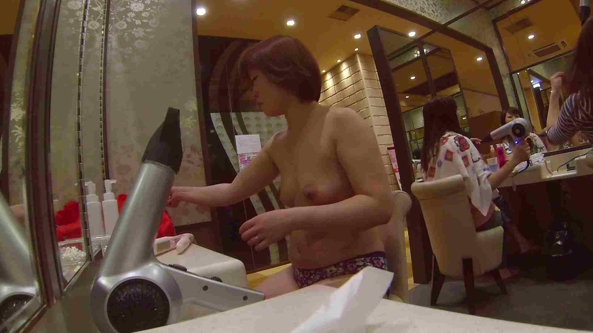 オムニバス!出入り口~シャワー~メイク室と移動。たくさんの女性が登場します アラ30  112PIX 21