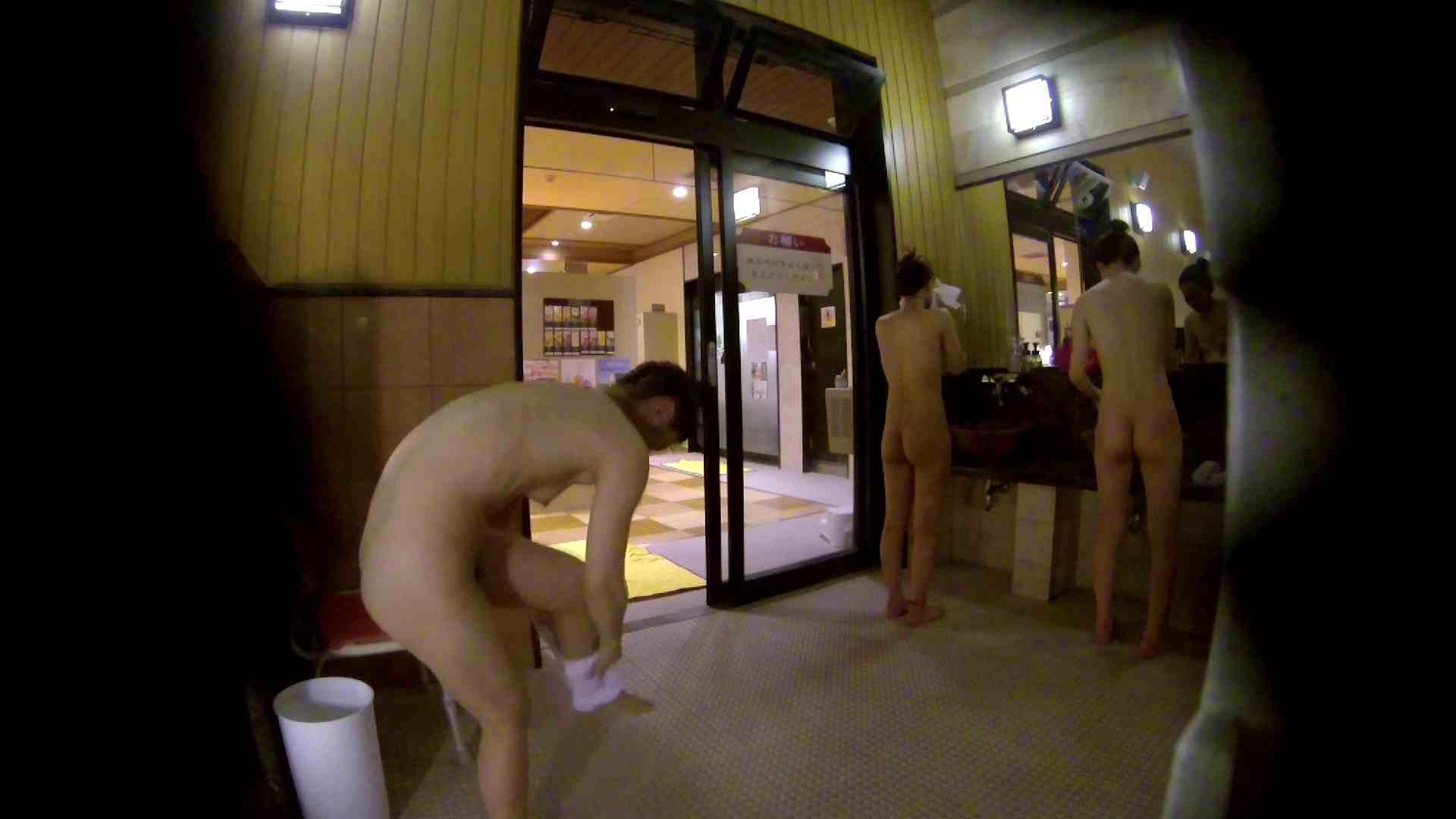 オムニバス!出入り口~シャワー~メイク室と移動。たくさんの女性が登場します アラ30  112PIX 32