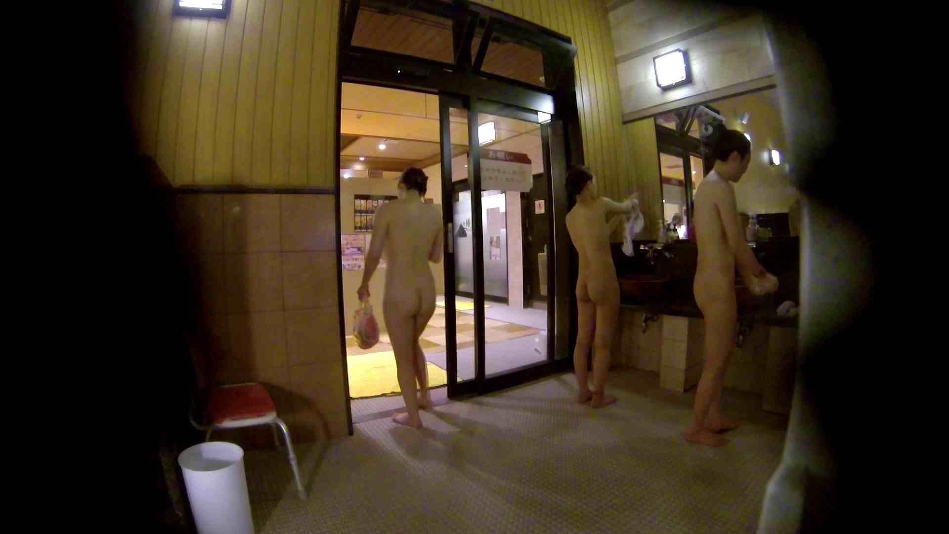 オムニバス!出入り口~シャワー~メイク室と移動。たくさんの女性が登場します アラ30  112PIX 35