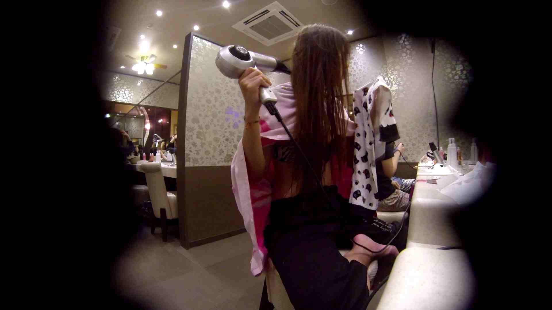 オムニバス!出入り口~シャワー~メイク室と移動。たくさんの女性が登場します アラ30  112PIX 82
