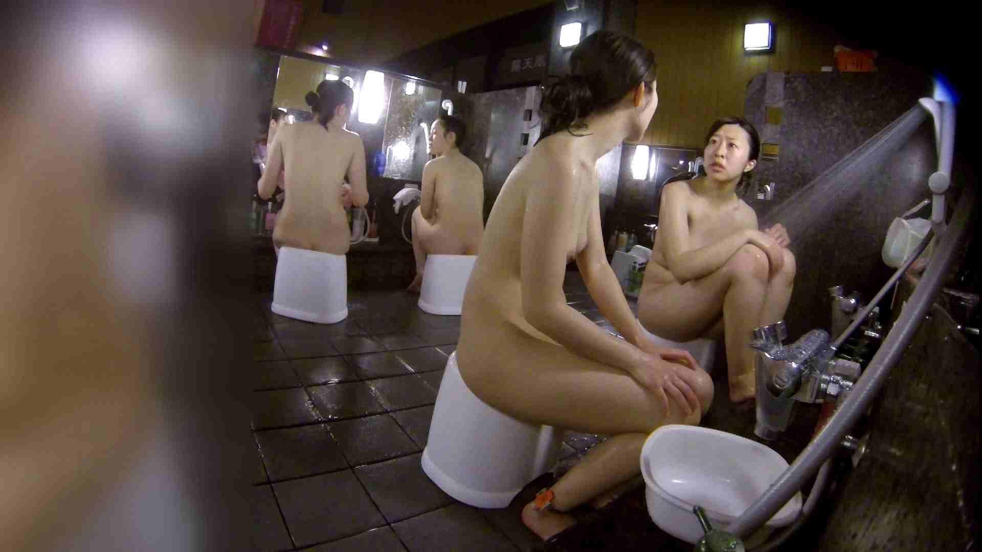 洗い場!地味目の女の子2人組。ずっと話しながら洗ってます。 細身  80PIX 16