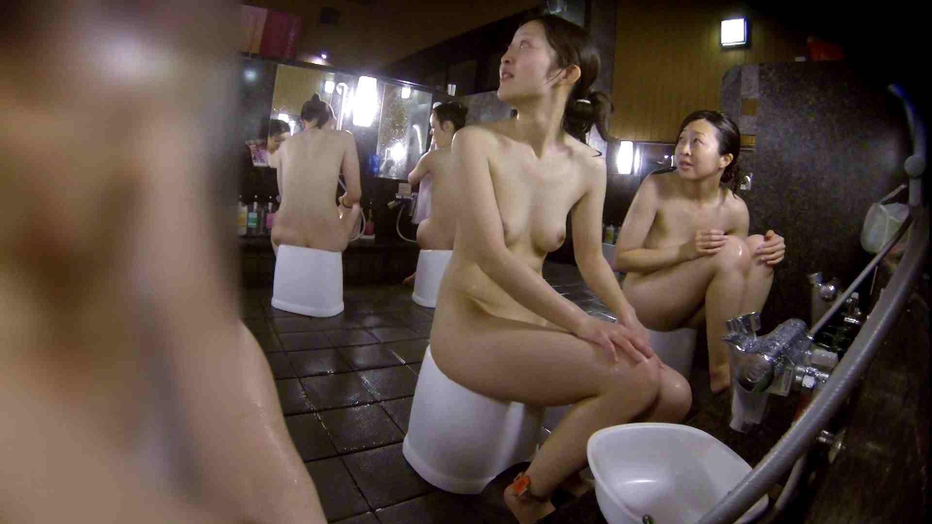 洗い場!地味目の女の子2人組。ずっと話しながら洗ってます。 細身  80PIX 18