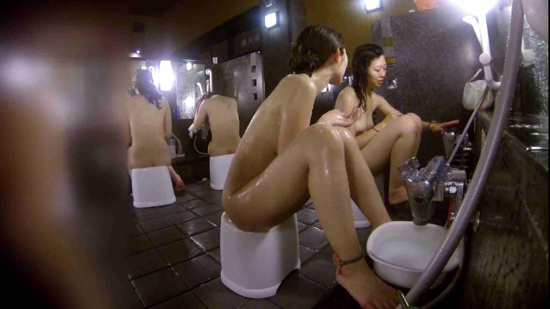 洗い場!地味目の女の子2人組。ずっと話しながら洗ってます。 細身  80PIX 26
