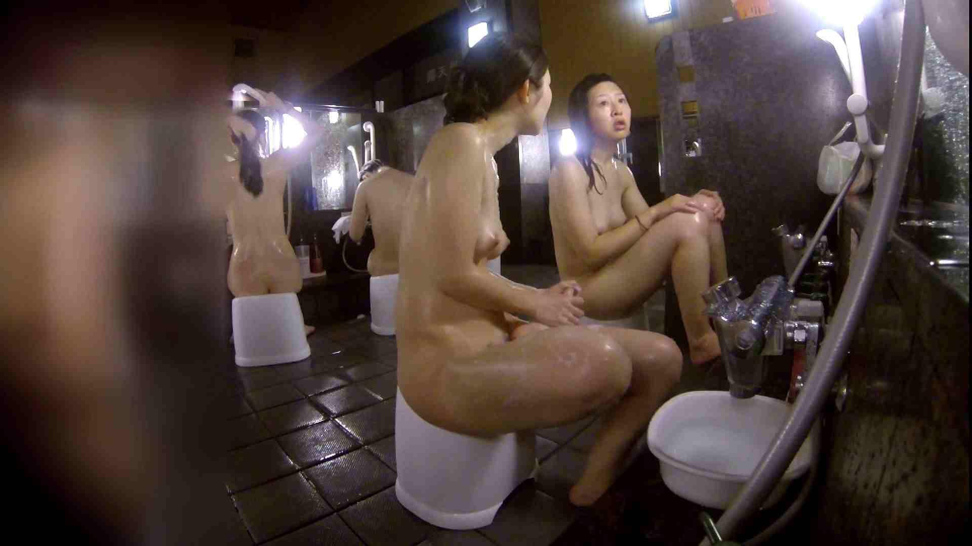 洗い場!地味目の女の子2人組。ずっと話しながら洗ってます。 細身  80PIX 32