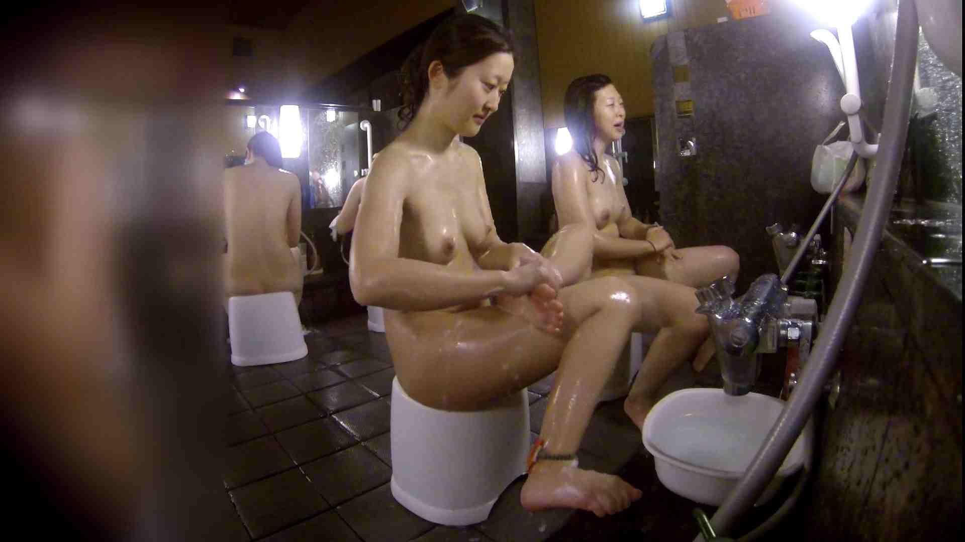 洗い場!地味目の女の子2人組。ずっと話しながら洗ってます。 細身  80PIX 40
