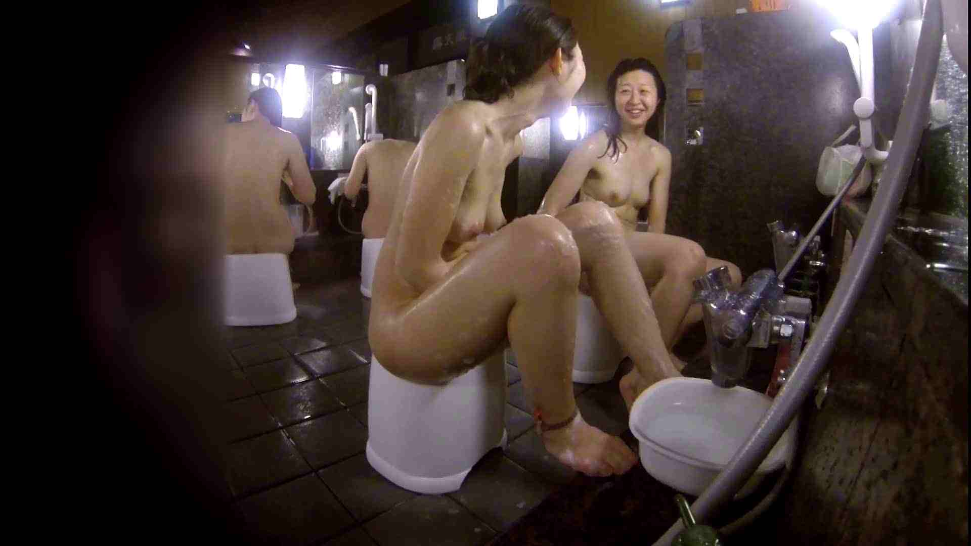洗い場!地味目の女の子2人組。ずっと話しながら洗ってます。 細身  80PIX 43