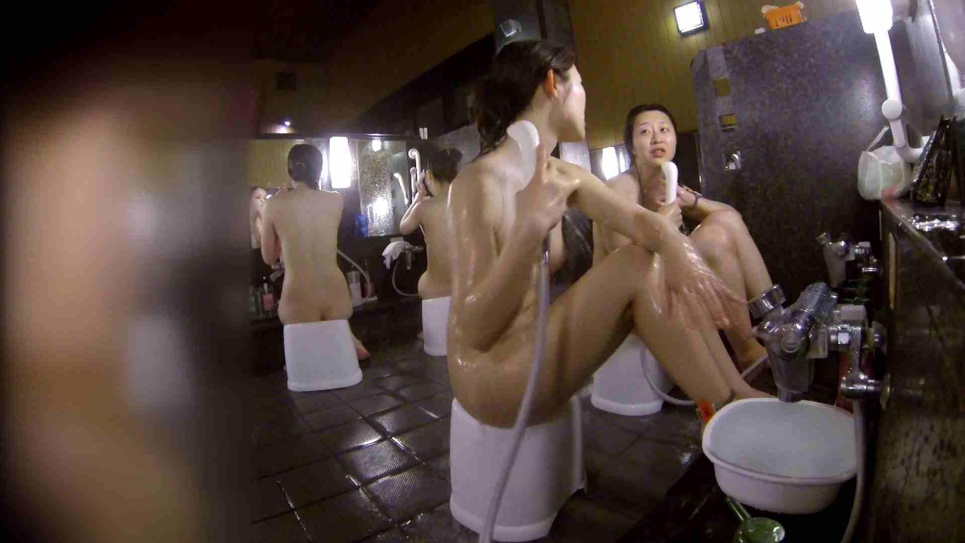 洗い場!地味目の女の子2人組。ずっと話しながら洗ってます。 細身  80PIX 57