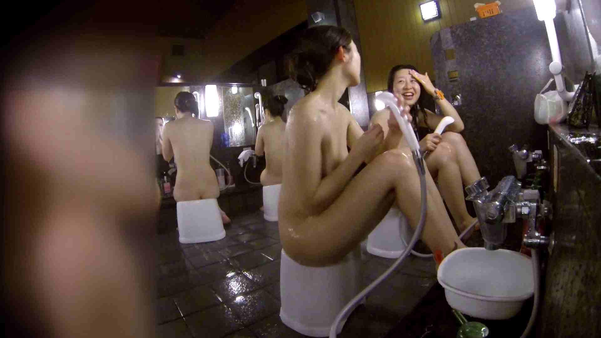 洗い場!地味目の女の子2人組。ずっと話しながら洗ってます。 細身  80PIX 59