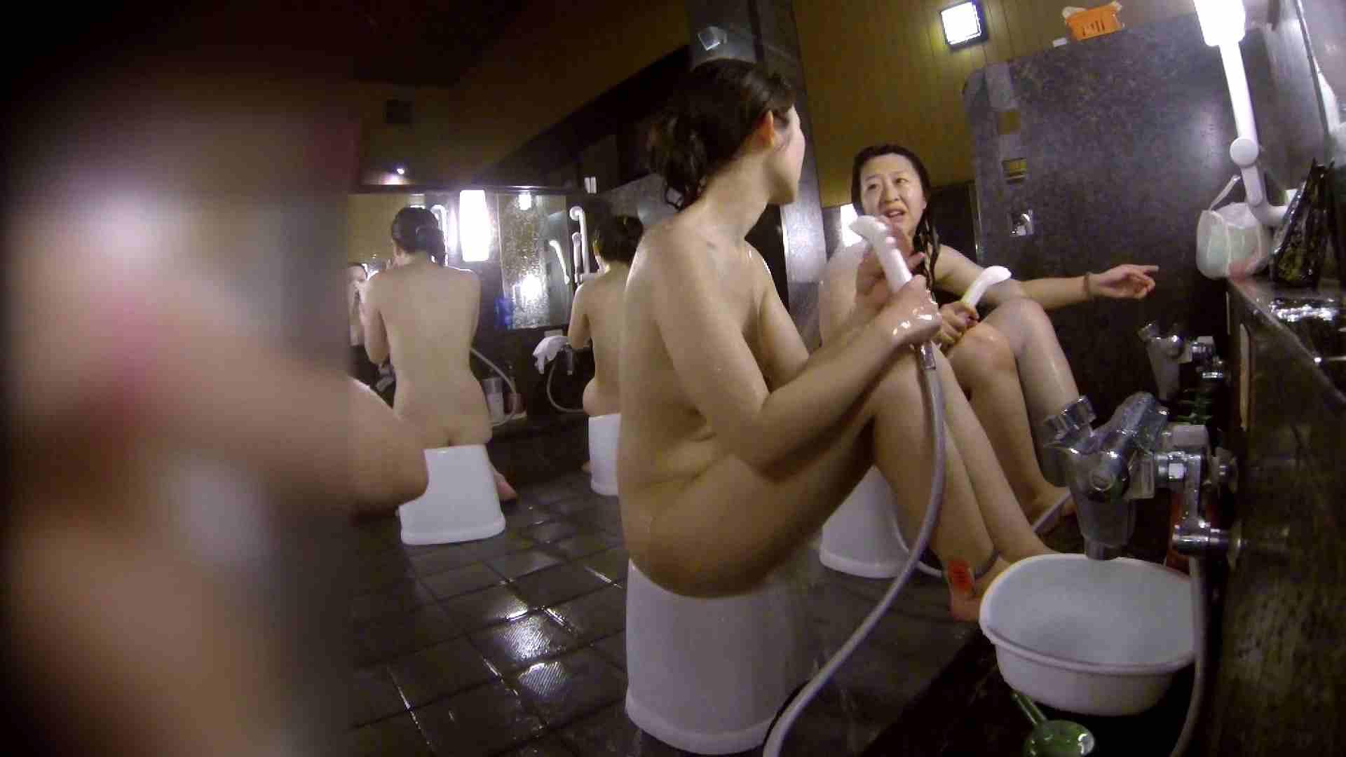 洗い場!地味目の女の子2人組。ずっと話しながら洗ってます。 細身  80PIX 60