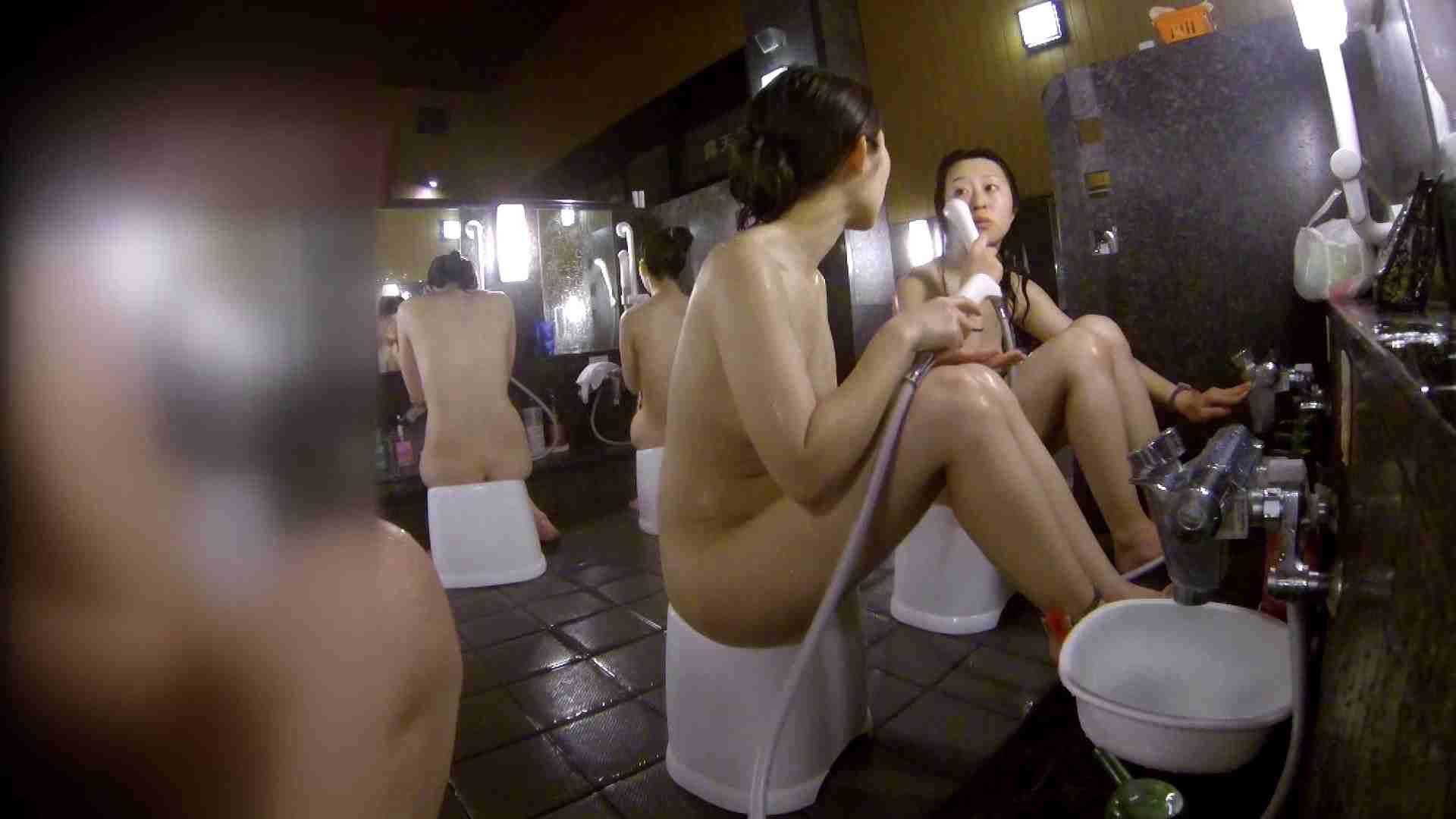 洗い場!地味目の女の子2人組。ずっと話しながら洗ってます。 細身  80PIX 66