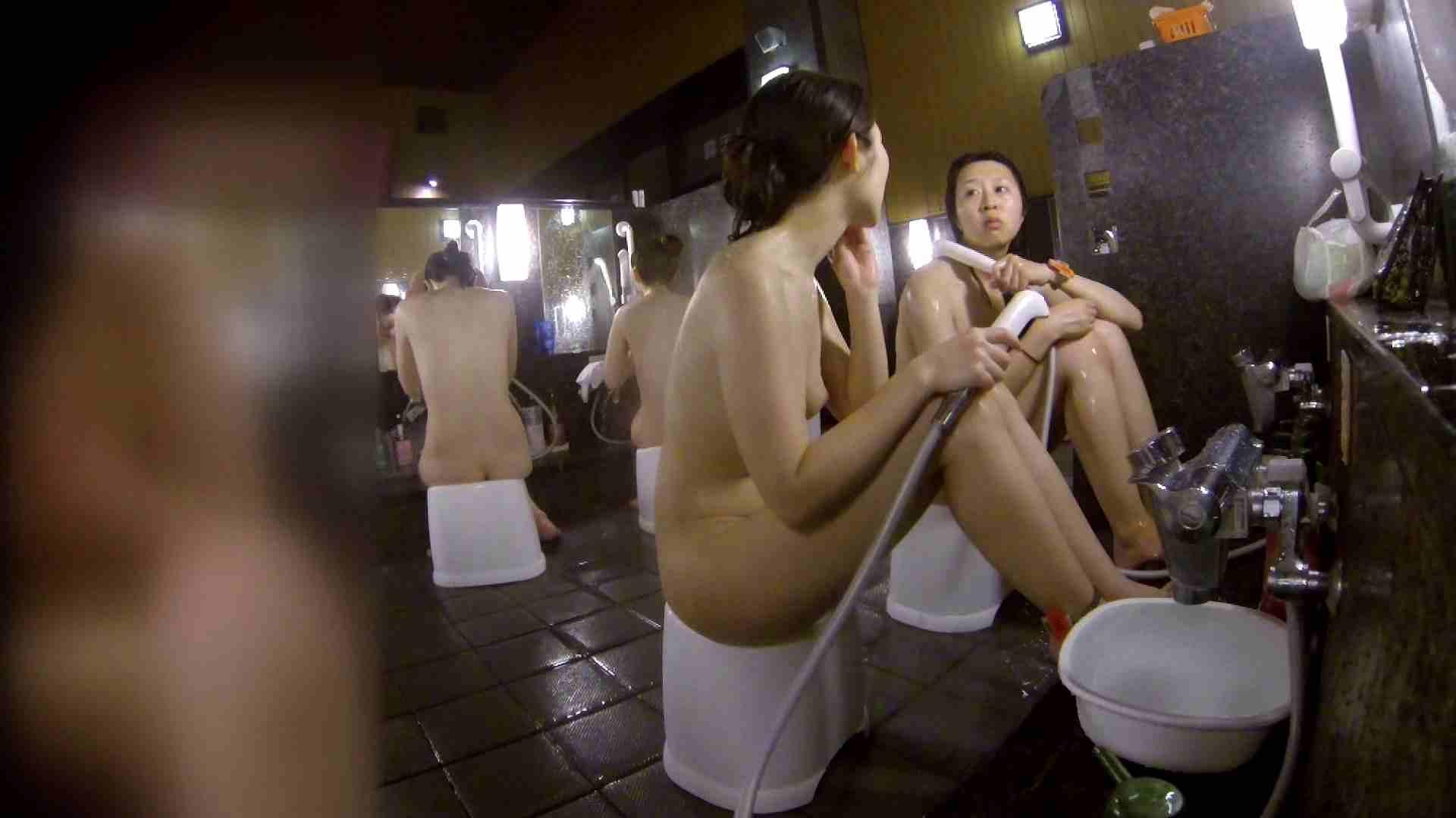 洗い場!地味目の女の子2人組。ずっと話しながら洗ってます。 細身  80PIX 68