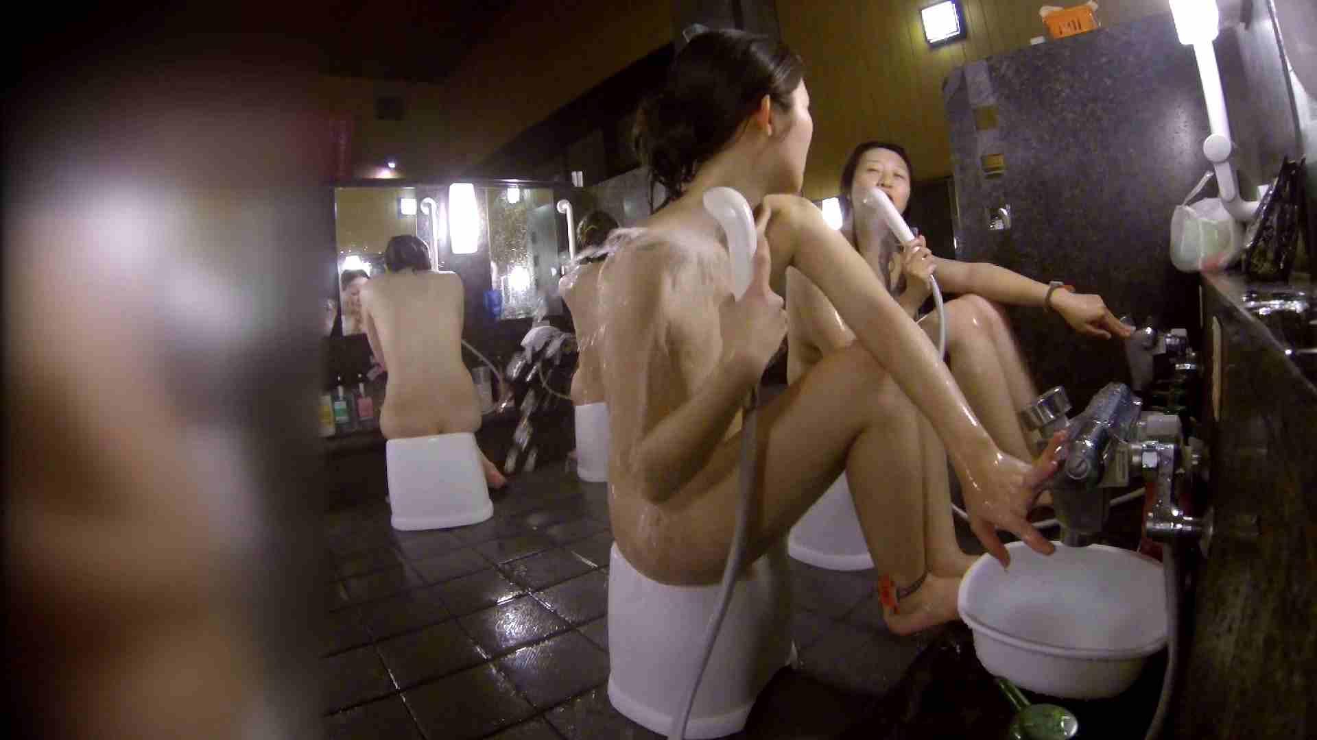 洗い場!地味目の女の子2人組。ずっと話しながら洗ってます。 細身  80PIX 71