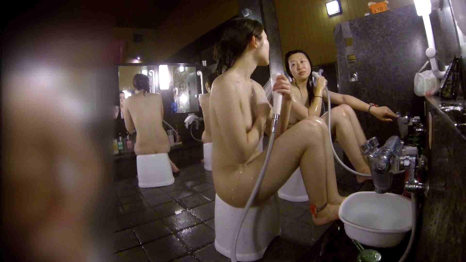 洗い場!地味目の女の子2人組。ずっと話しながら洗ってます。 細身  80PIX 72