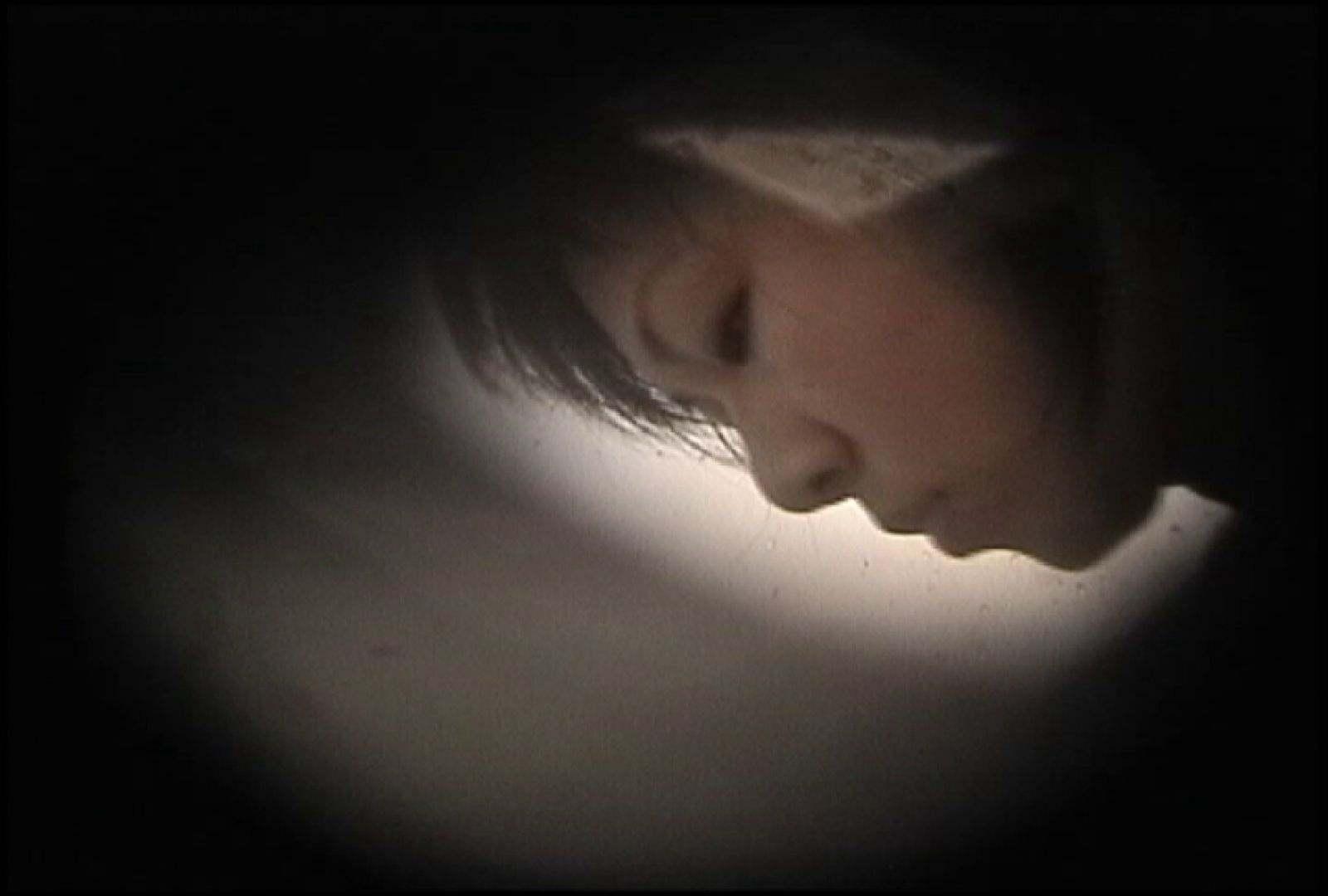 No.131 柔らかいおっぱいをブラに収める仕草 乙女  73PIX 68