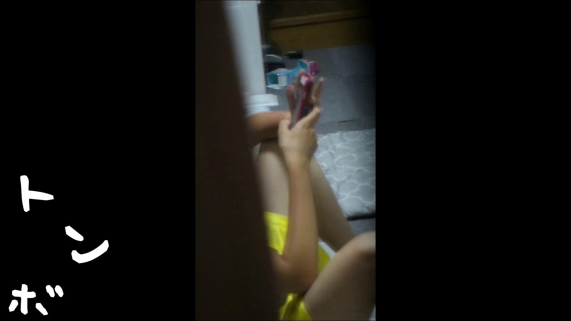 リアル盗撮 ピアスが可愛い一人暮らし女子大生の部屋ヌード 桃色乳首  94PIX 14