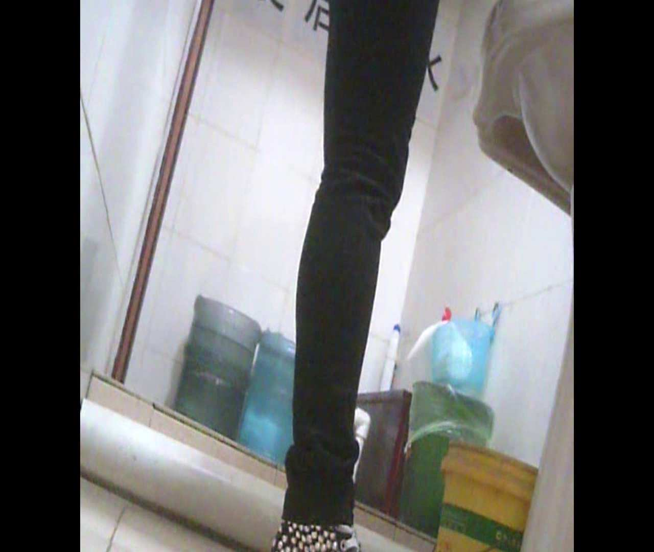 Vol.05 ズボンをはく時の左足! 洗面所  53PIX 5