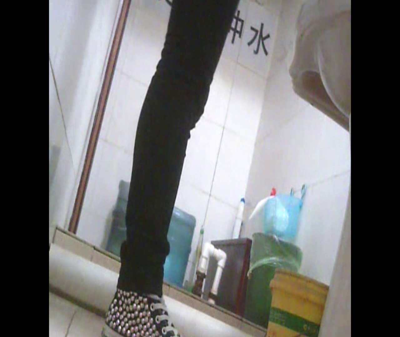 Vol.05 ズボンをはく時の左足! 洗面所  53PIX 40