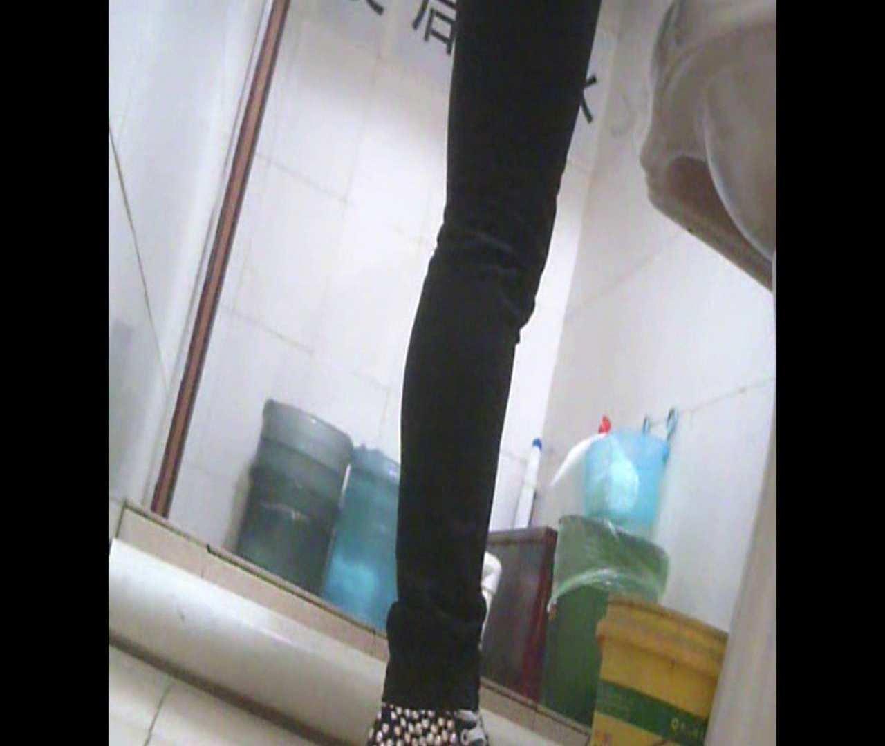 Vol.05 ズボンをはく時の左足! 洗面所  53PIX 52