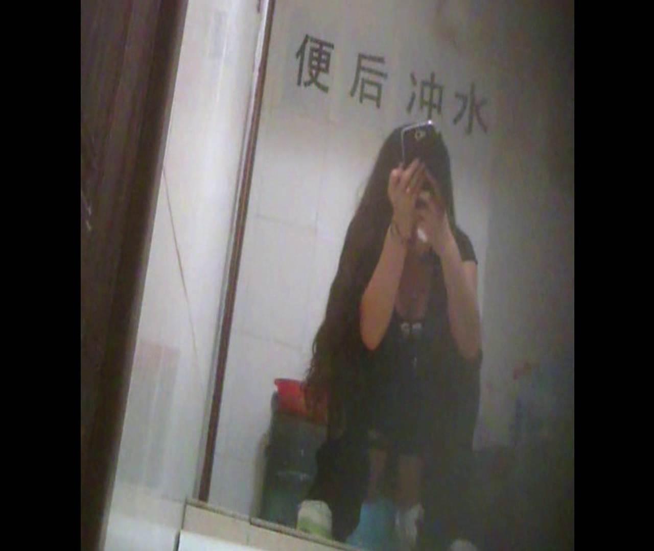 Vol.08 イケイケ風おねぇさんは用を足しながら携帯でお顔チェック! 洗面所  103PIX 2