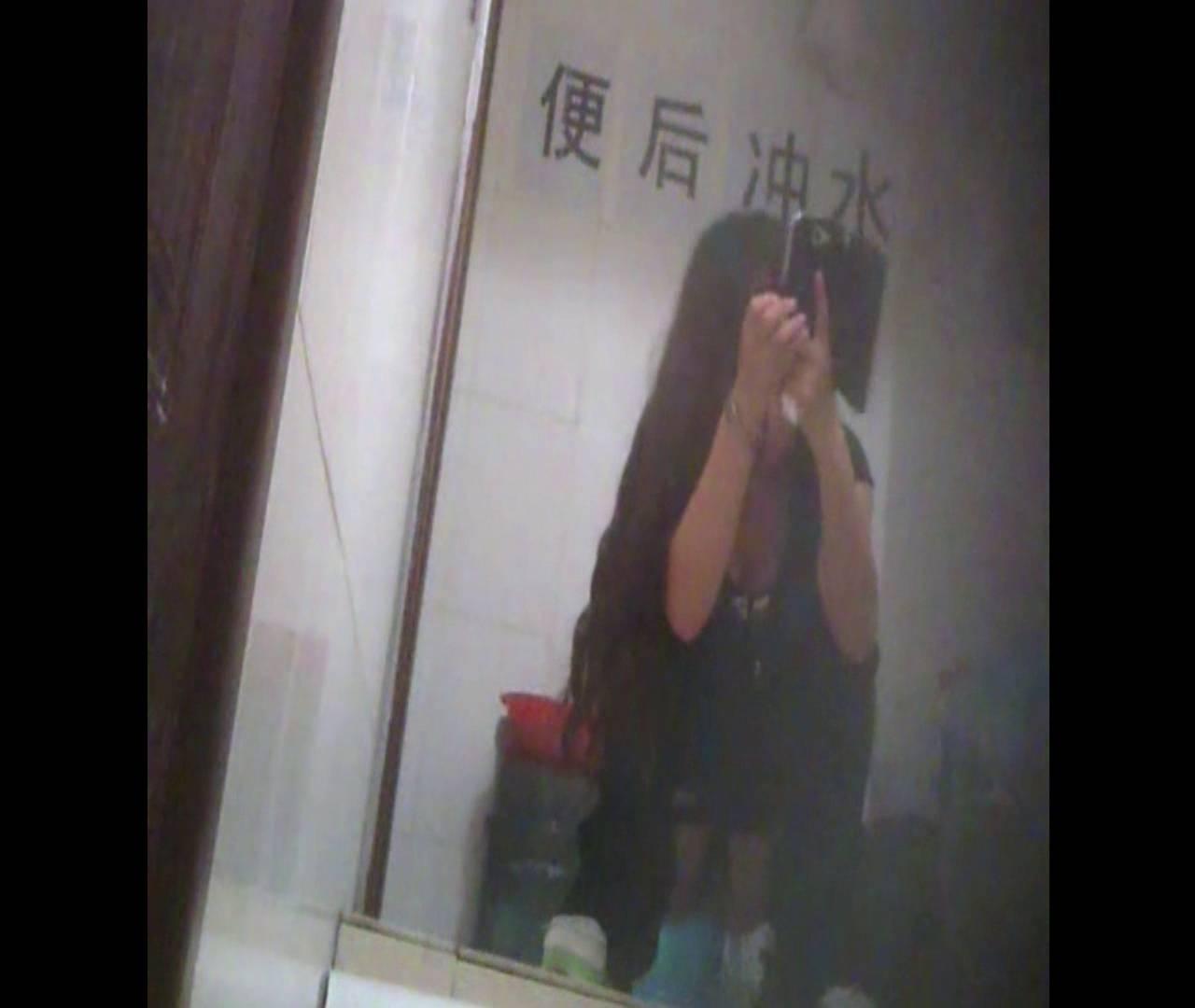 Vol.08 イケイケ風おねぇさんは用を足しながら携帯でお顔チェック! 洗面所  103PIX 3