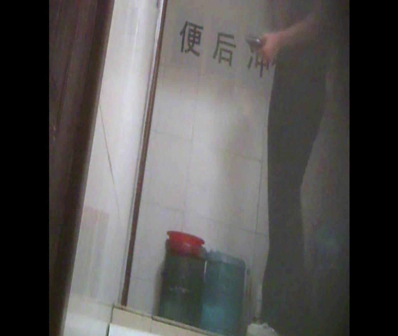 Vol.08 イケイケ風おねぇさんは用を足しながら携帯でお顔チェック! 洗面所  103PIX 15