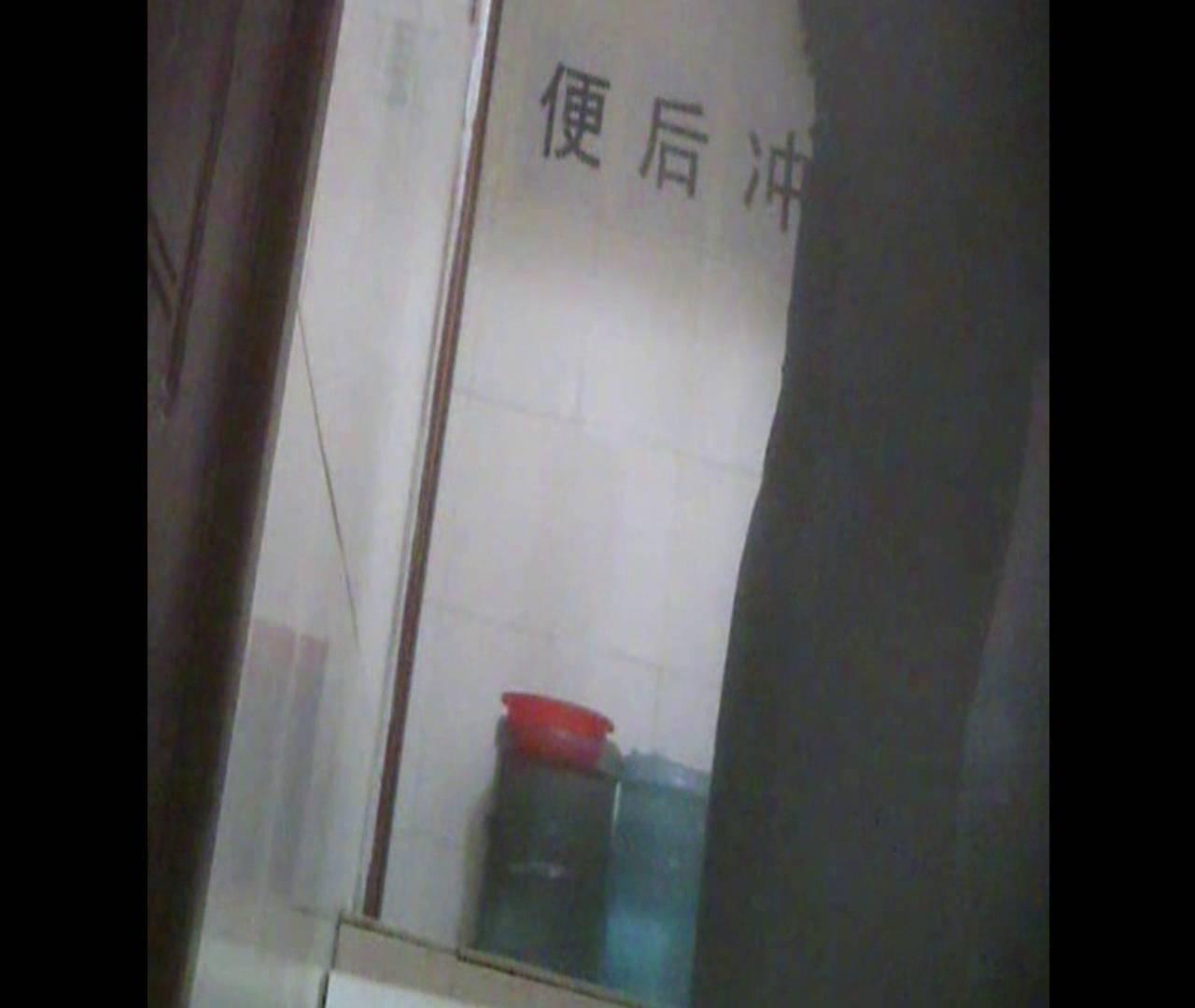 Vol.08 イケイケ風おねぇさんは用を足しながら携帯でお顔チェック! 洗面所  103PIX 20