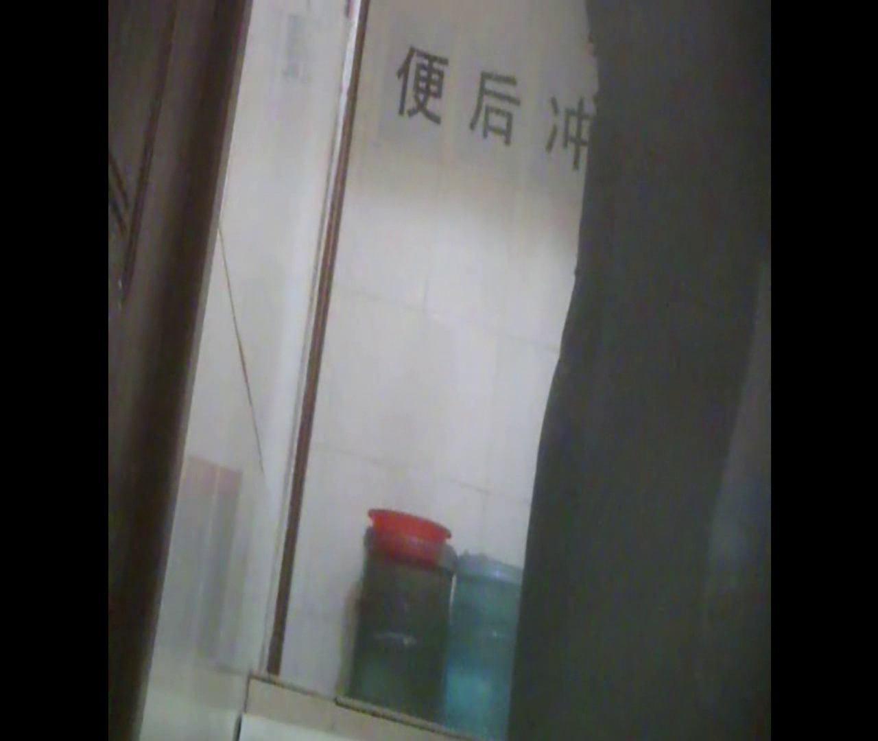 Vol.08 イケイケ風おねぇさんは用を足しながら携帯でお顔チェック! 洗面所  103PIX 21