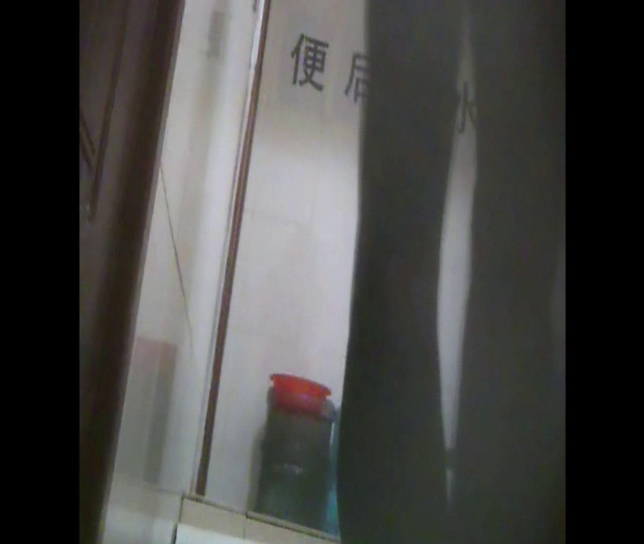 Vol.08 イケイケ風おねぇさんは用を足しながら携帯でお顔チェック! 洗面所  103PIX 23
