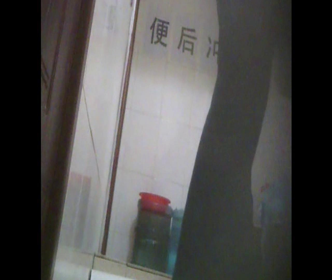 Vol.08 イケイケ風おねぇさんは用を足しながら携帯でお顔チェック! 洗面所  103PIX 26