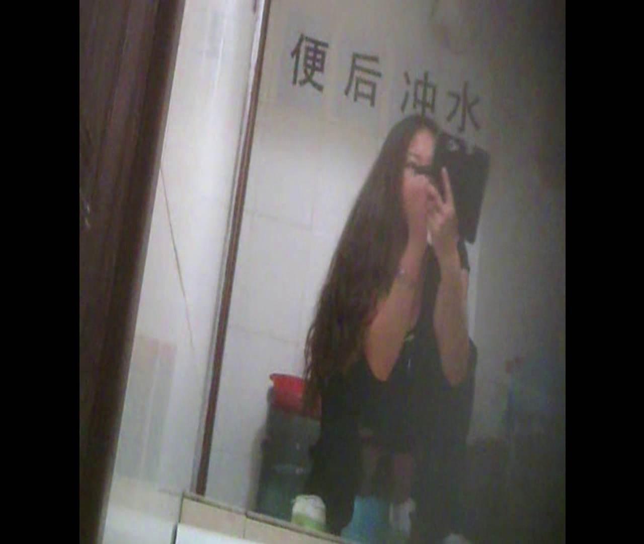 Vol.08 イケイケ風おねぇさんは用を足しながら携帯でお顔チェック! 洗面所  103PIX 58