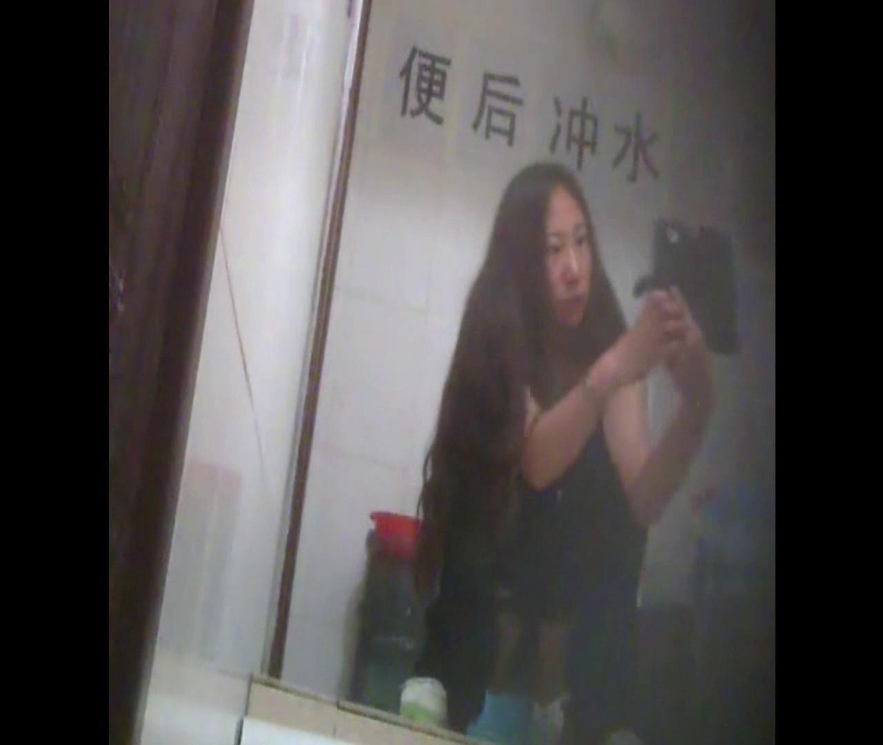 Vol.08 イケイケ風おねぇさんは用を足しながら携帯でお顔チェック! 洗面所  103PIX 85