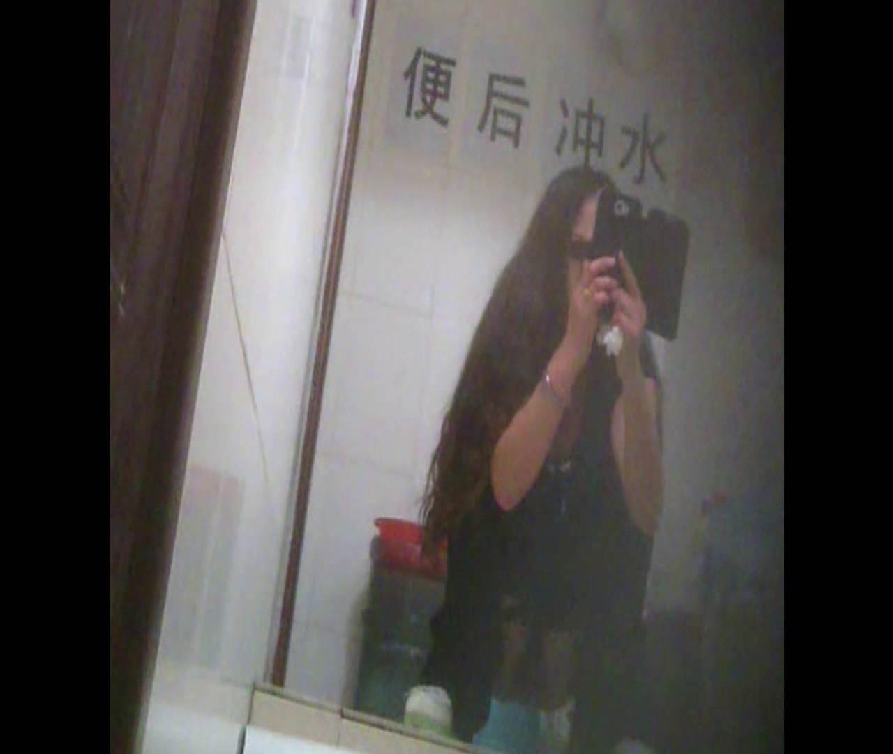 Vol.08 イケイケ風おねぇさんは用を足しながら携帯でお顔チェック! 洗面所  103PIX 91