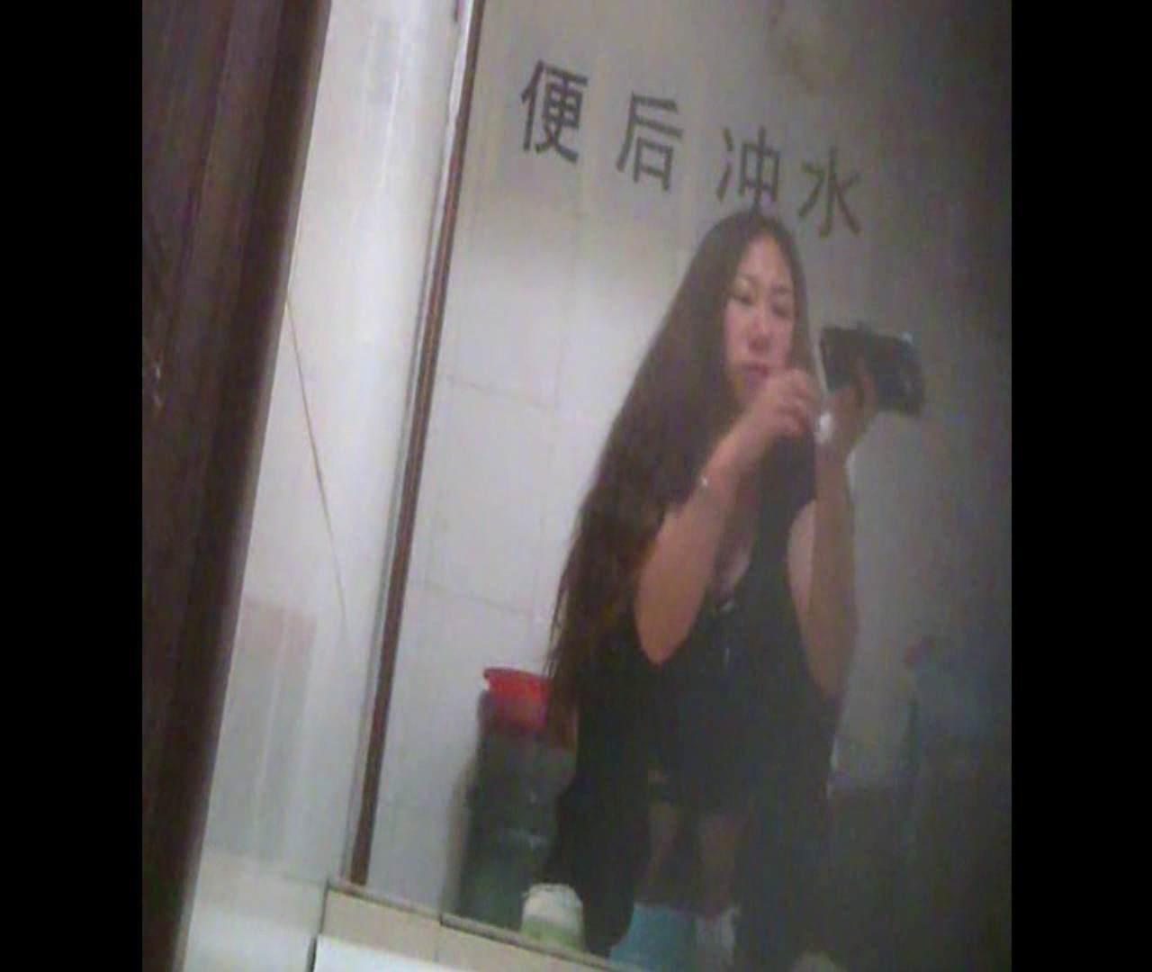 Vol.08 イケイケ風おねぇさんは用を足しながら携帯でお顔チェック! 洗面所  103PIX 96