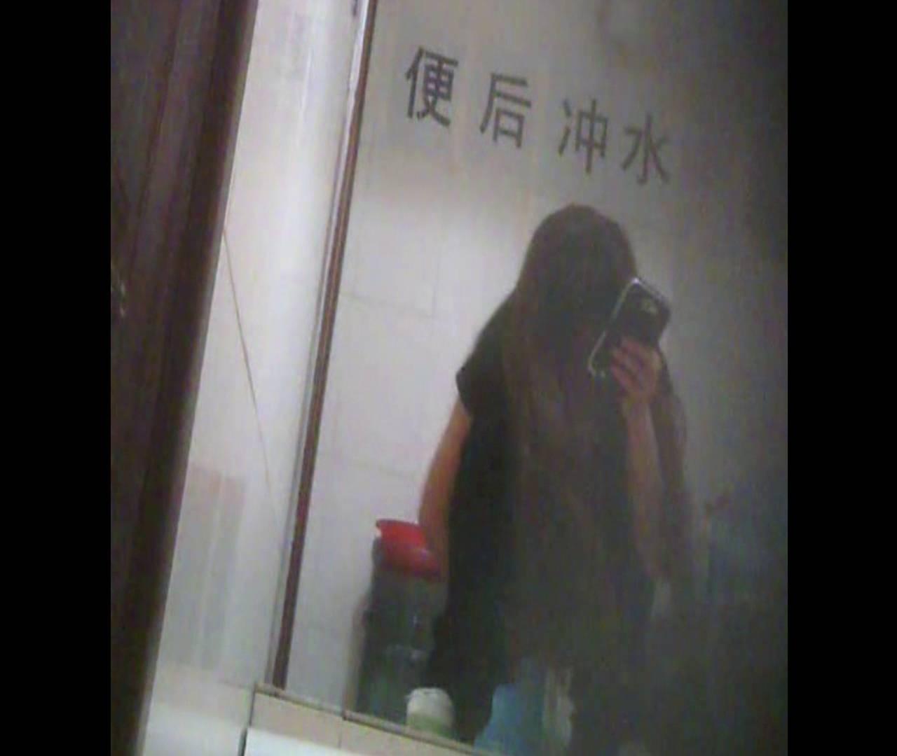 Vol.08 イケイケ風おねぇさんは用を足しながら携帯でお顔チェック! 洗面所  103PIX 99