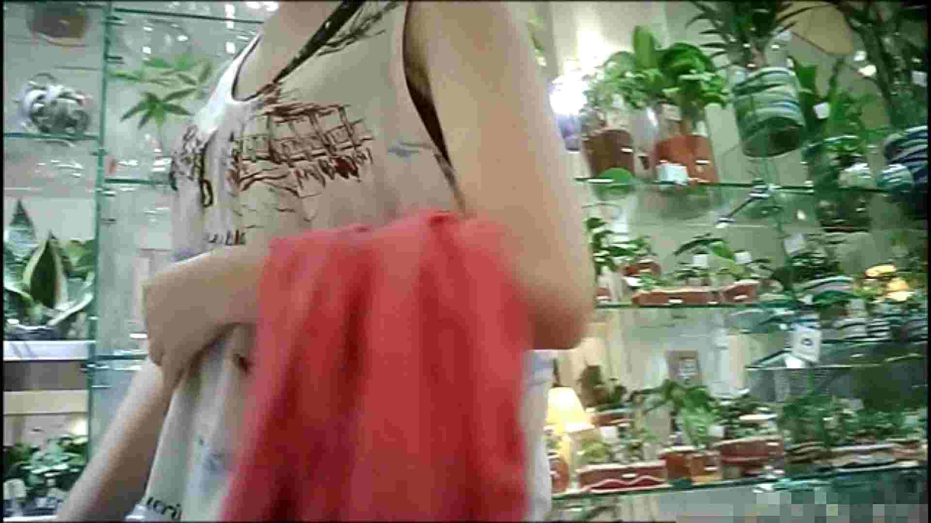 NO.1 普段から胸元がゆるい友達【某ファッションビル内の雑貨屋】 ギャル  64PIX 23