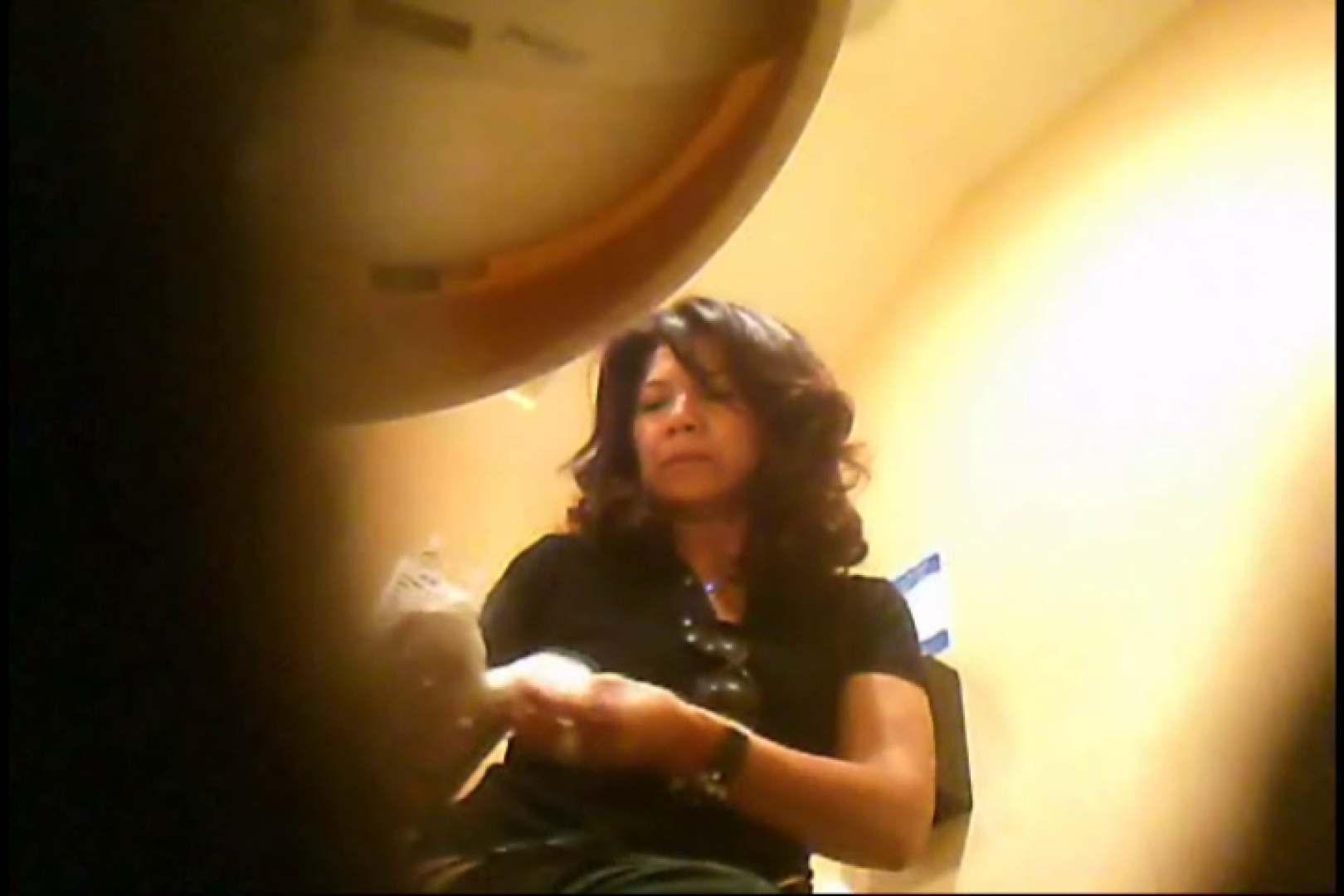 おまんこ丸見え|潜入!!女子化粧室盗撮~絶対見られたくない時間~vo,58|のぞき本舗 中村屋