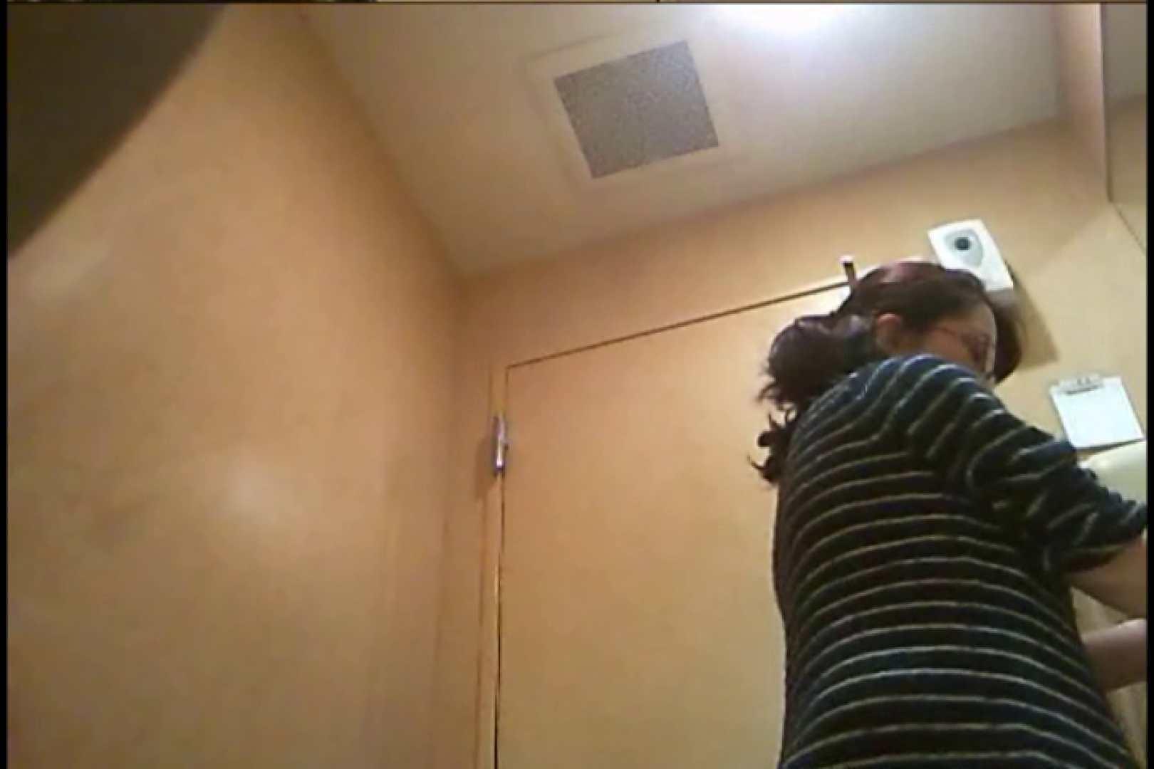 おまんこ丸見え|潜入!!女子化粧室盗撮~絶対見られたくない時間~vo,96|のぞき本舗 中村屋