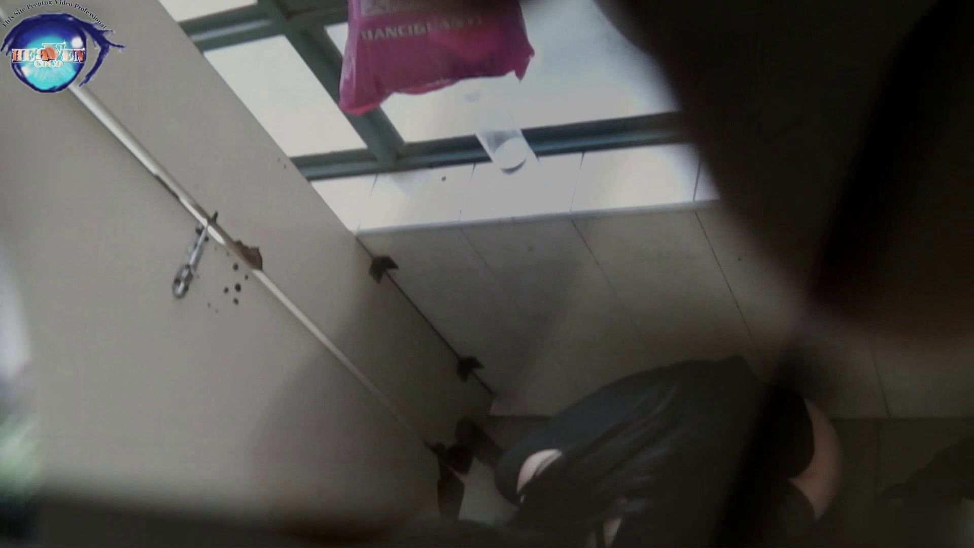おまんこ丸見え 【世界の射窓から~ステーション編~】vol.31 携帯池ポチャ!テンパってパンツ上げるの忘れてます。後編 のぞき本舗 中村屋