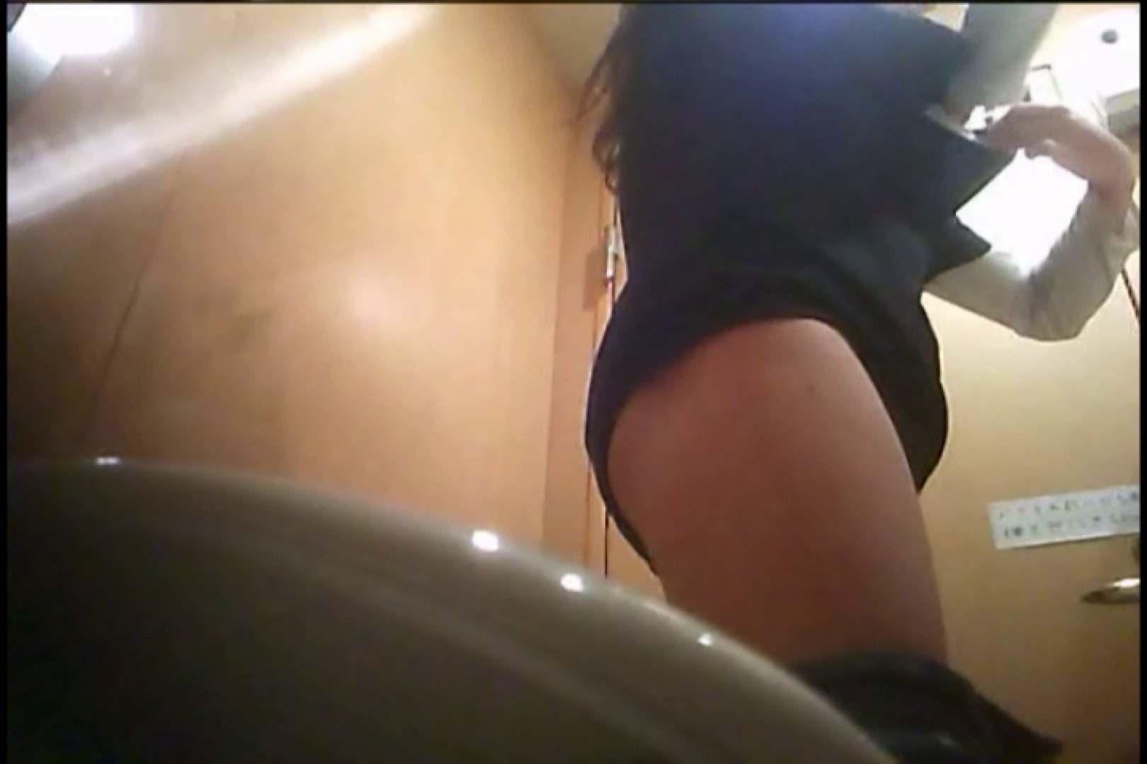 おまんこ丸見え|潜入!!女子化粧室盗撮~絶対見られたくない時間~vo,17|大奥